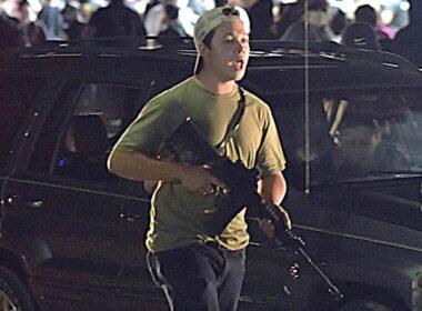 """ABD'de eylemcileri öldüren 17 yaşındaki genç """"modern çağ kahramanları"""" arasında sayıldı"""