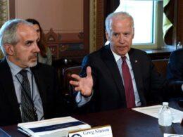 Joe Biden'ın yardım kuruluşu, milyonlarca dolar bağışı kanser araştırmaları yerine maaşlara harcamış