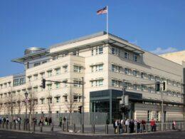 berlin amerika büyükelçiliği