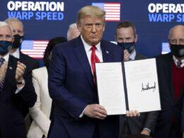 Trump, Kovid-19 aşısında Amerikalılara öncelik verilmesi için kararname imzaladı