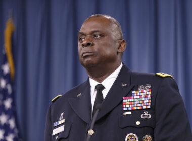 ABD'nin 46'ncı başkanı seçilen Joe Biden'ın Savunma Bakanlığı görevine emekli general Lloyd Austin'i aday göstereceği bildirildi.