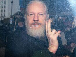 Assange: WikiLeaks'in kurucusu Assange'ın kefaletle serbest bırakılma başvurusu reddedildi