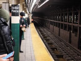 New York'ta dehşet: Çırılçıplak dans edip tanımadığı birini raylara attıktan sonra öldü