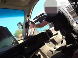 ABD'de polisin siyahi bir babayı kucağında çocuk varken vurduğu anlar kameraya yansıdı