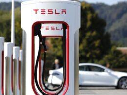 Tesla dünyanın en büyük şarj istasyonunu Çin'de açtı