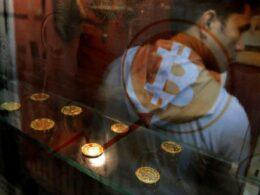 Dijital para borsası Coinbase: Bitcoin'in mucidi dönerse fiyatlar değişebilir