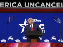 Mağlubiyetten sonra ilk kez konuşan Trump'tan adaylık sinyali: Kim bilir belki onları 3. kez yenme kararı verebilirim