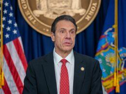 New York Valisi Cuomo'nun siyasi kariyeri bitiyor mu?
