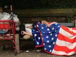 ABD'nin 18 eyaletinde evsizler, aşılama kampanyalarına dahil edilmiyor