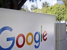 Rekabet Kurulu'ndan Google'a ceza Rekabet Kurulu, genel arama hizmetleri pazarındaki hâkim durumunu kötüye kullanarak kendi yerel arama ve konaklama fiyatı karşılaştırma hizmetlerini rakiplerini dışlayacak şekilde öne çıkardığı iddiasına yönelik olarak yürütülen soruşturma kapsamında, Google'a 296,1 milyon TL idari para cezası kesti Rekabet Kurulu, Google'a 296,1 milyon TL idari para cezası kesti. Kurum tarafından yapılan açıklama şöyle: Google Reklamcılık ve Pazarlama Ltd. Şti., Google International LLC, Google LLC, Google Ireland Limited ve Alphabet Inc.'ten oluşan ekonomik bütünlüğün (Google) genel arama hizmetleri pazarındaki hâkim durumunu kötüye kullanarak kendi yerel arama ve konaklama fiyatı karşılaştırma hizmetlerini rakiplerini dışlayacak şekilde öne çıkardığı iddiasına yönelik olarak yürütülen soruşturma tamamlandı. 08.04.2021 tarihinde Rekabet Kurulunca dosyanın müzakeresi sonucunda Google'ın 4054 sayılı Rekabetin Korunması Hakkında Kanun'un 6. maddesini ihlal ettiğine, dolayısıyla adı geçen ekonomik bütünlüğe idari para cezası verilmesine karar verildi.