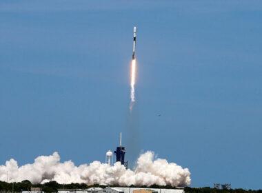 SpaceX, Mars'a gidecek rokete Starlink internet alıcısı ekledi